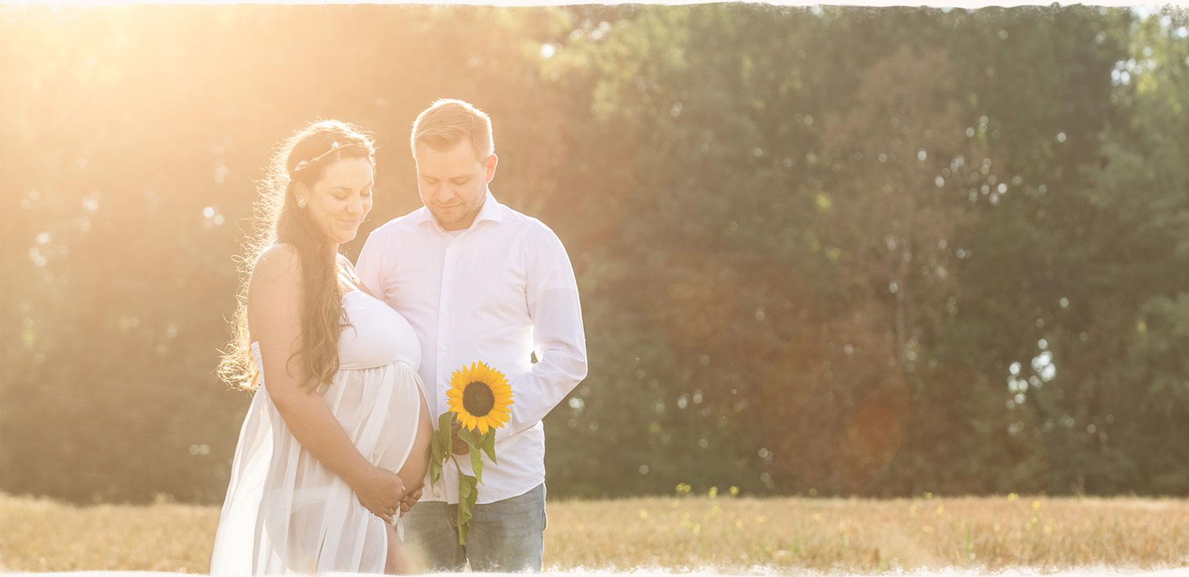 Romantische Babybauchfotos in der Natur rund um Achim und Bremen